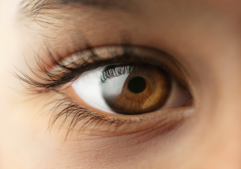 ojos-irritados-cuidados-lentes-de-contacto